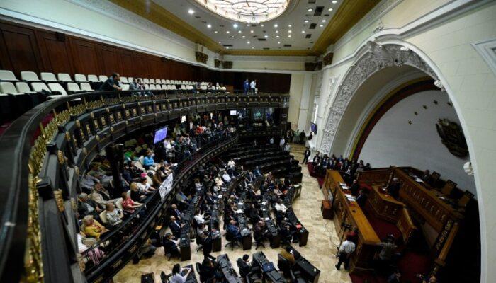 "La Asamblea Nacional Acusó A Siete Diputados De ""traidores"""