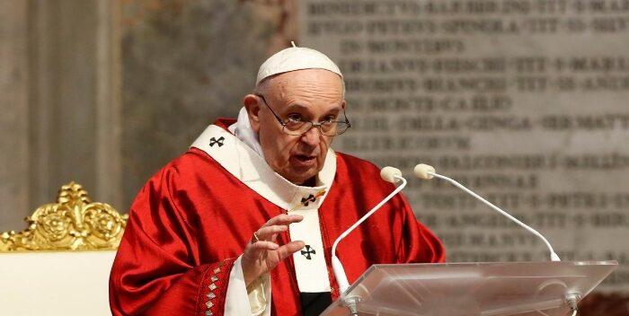 Investigan Al Papa Por Darle «me Gusta» A Una Modelo