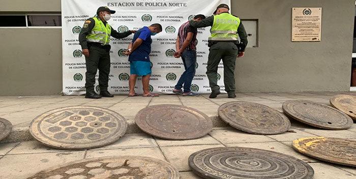 Detenidos 2 Venezolanos Por Robar Tapas De Alcantarillas En Colombia
