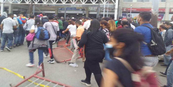 Usuarios Entraron A La Fuerza Al Ferrocarril En Charallave (+vídeo)