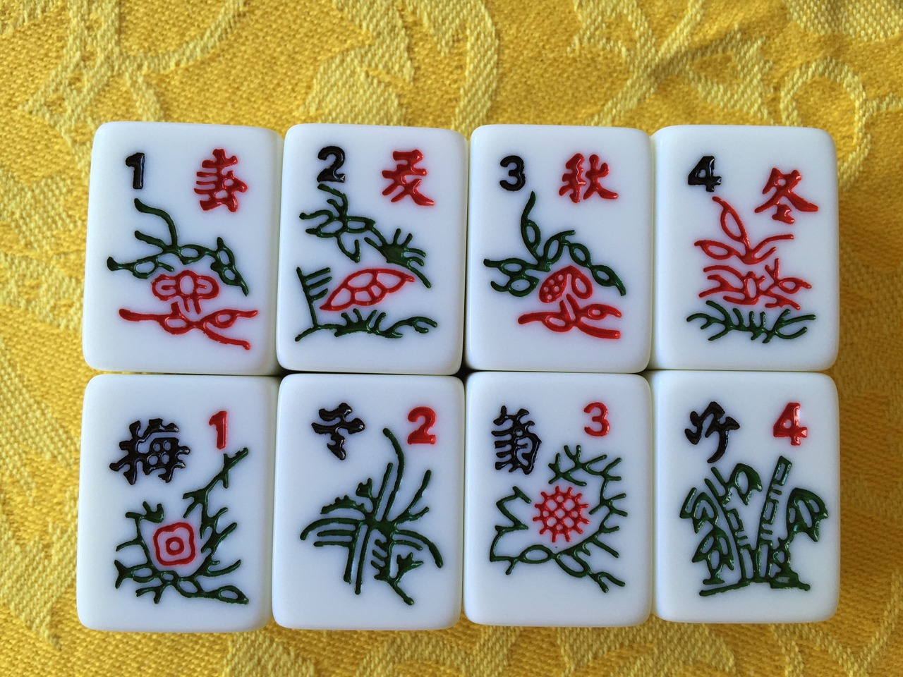 Mahjong playing pieces