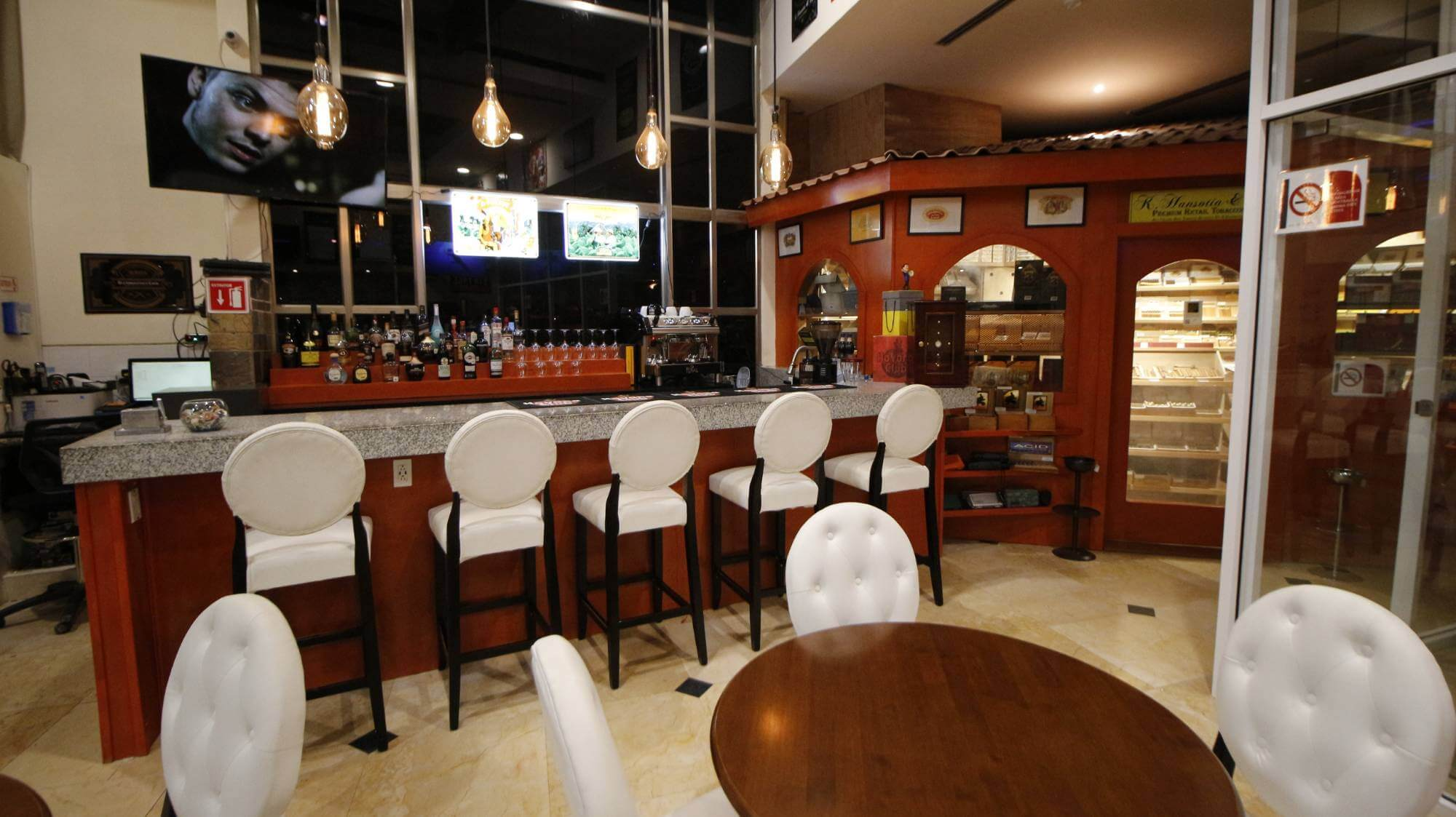 Cabo Cigar Lounge - Havana Cigar House