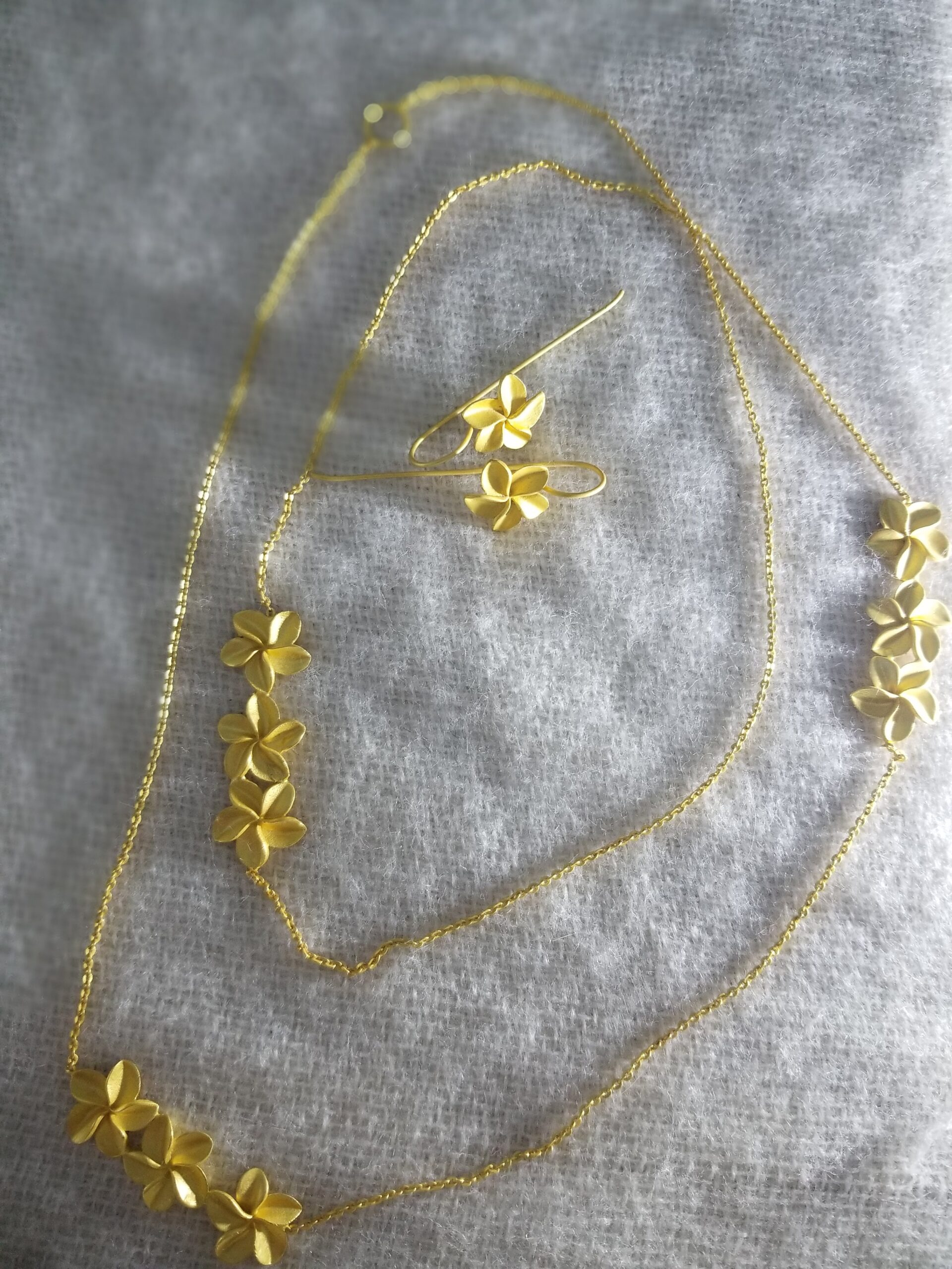 gold toned modern style plumeria blossom necklace and earrings