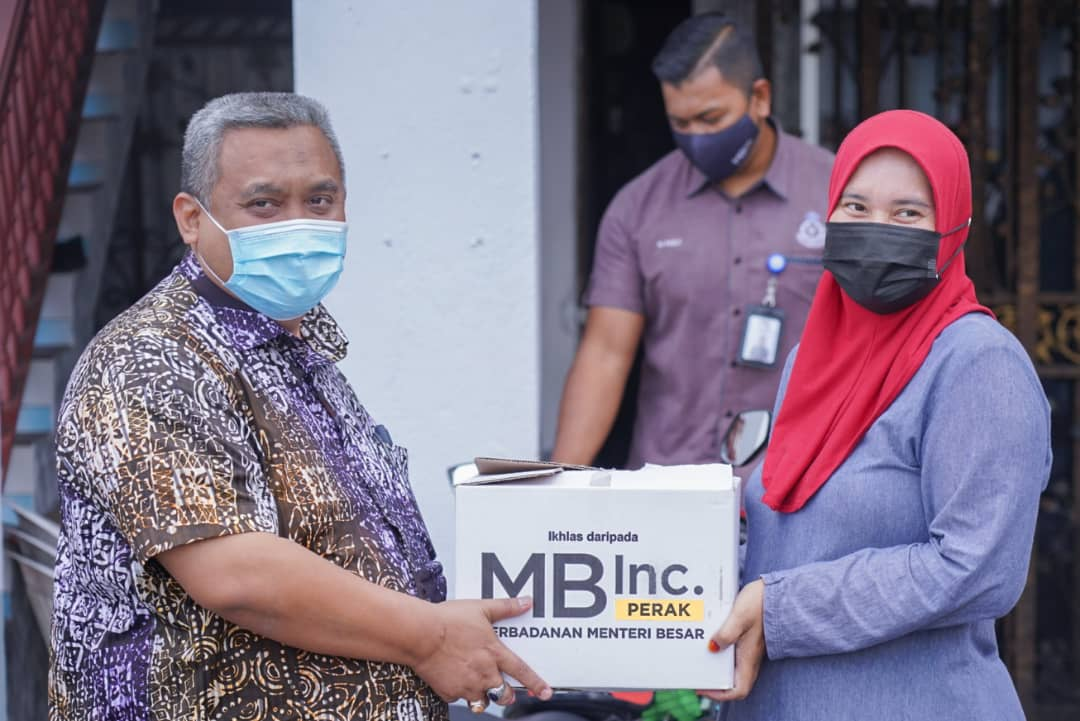 MB Inc carries out laptop CSR project in Behrang