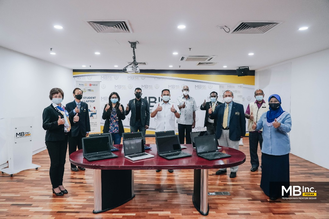 MB Inc presents refurbished computers to Rotary Club Malaysia