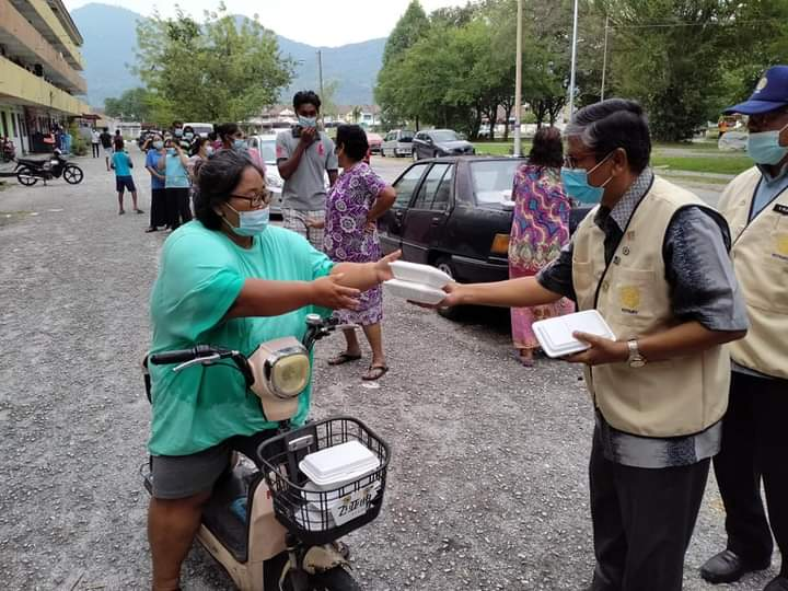 Members of the Rotary Club of Kinta render aid to the needy in Ipoh