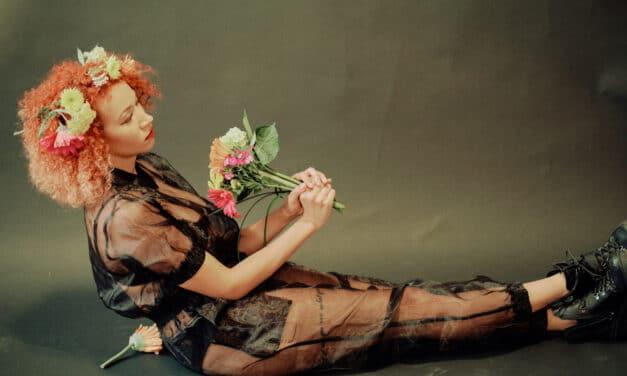 """Kaleidoscope Pop artist Queen Mars Premieres her new single """"QUEEN OF HEARTS"""""""