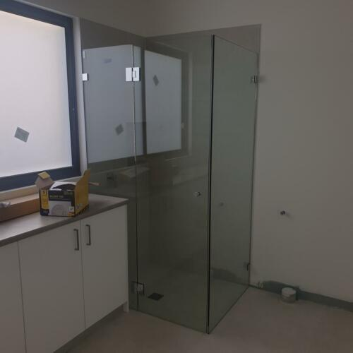 Frameless Shower Screen corner