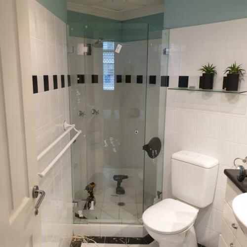 Frameless Shower Screen diamond