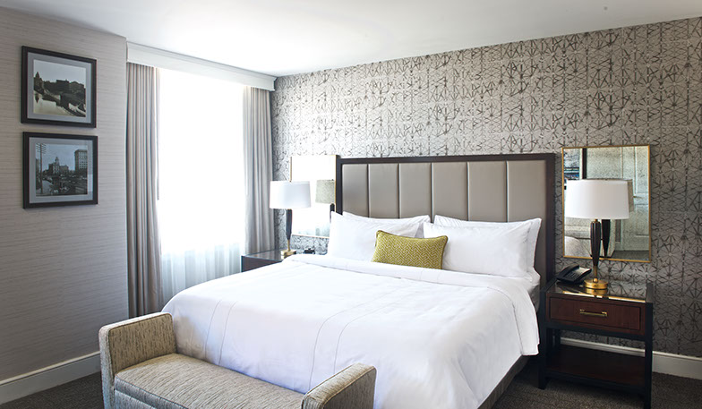 Hotel Syracuse Guest Room Bed
