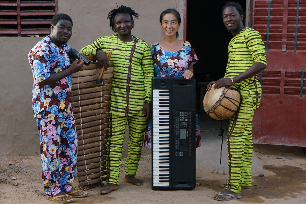 Maboudou Sanou, Boureima Sanou, Keiko Fujiie and Ibrahim Dembélé pose for the camera