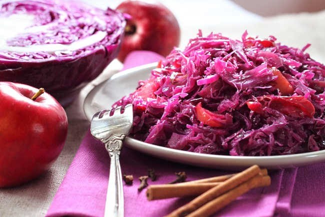 red cabbage stewed with apple