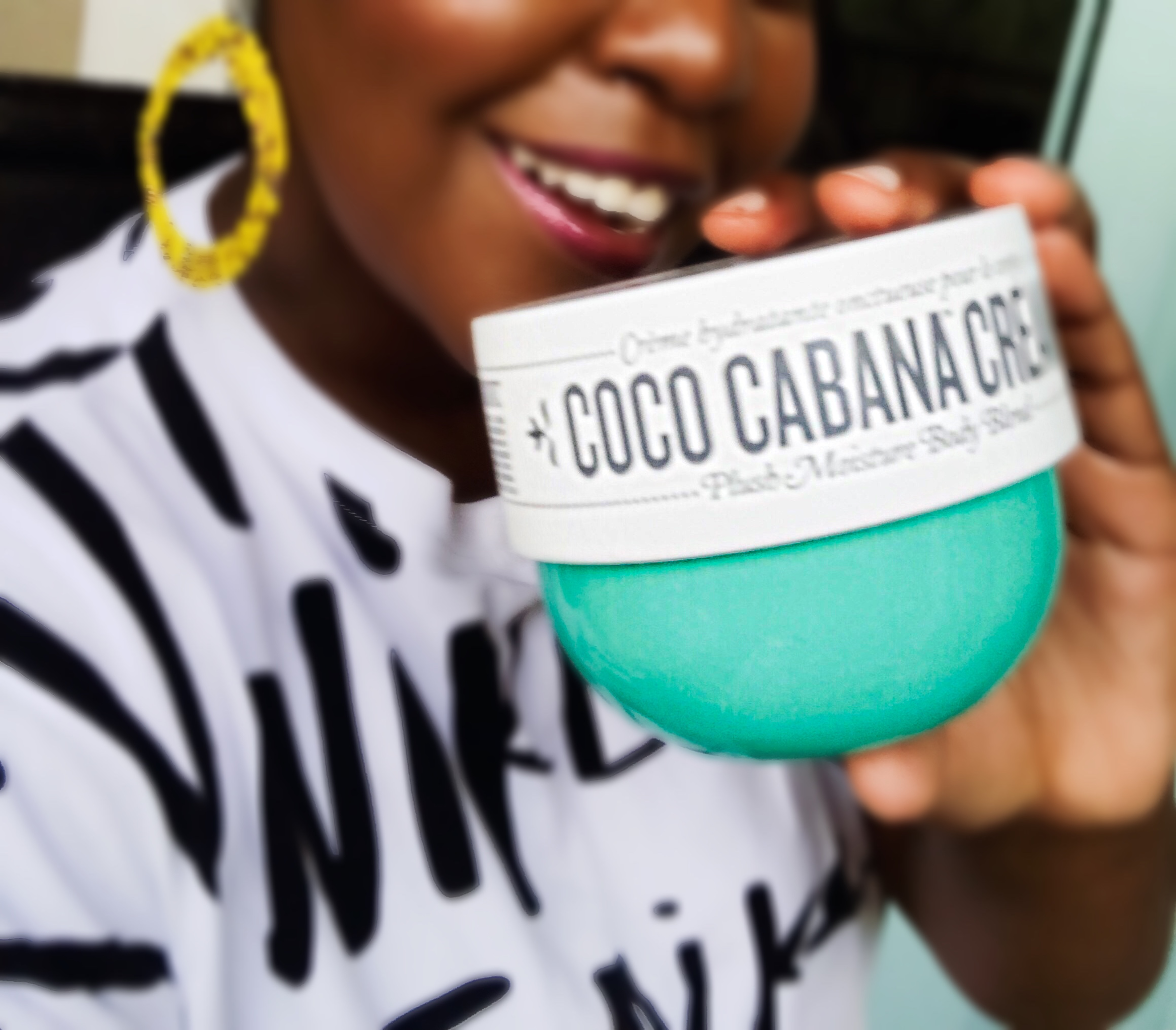 dark skin beauty blogger, sephora vib rouge blogger, texas blogger, texas influencer, dark skin, best moisturizers for winter for black people, most hydrating moisturizers, HUDA BEAUTY, SEPHORa, SOL DE JANEIRO Coco Cabana Body Cream,