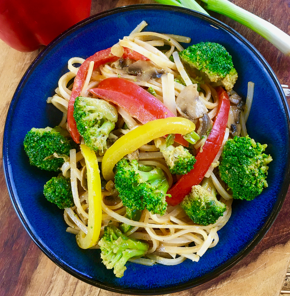 Spicy Peanut Rice Noodles with Broccoli and Peppers