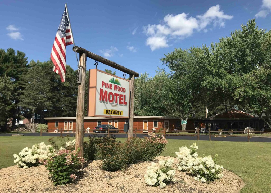 Pine Wood Motel, Siren, WI, Burnett County