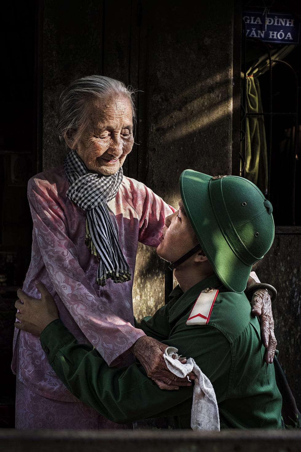 Ngắm những khoảnh khắc yêu thương gia đình ở khắp nẻo Việt Nam - Ảnh 7.
