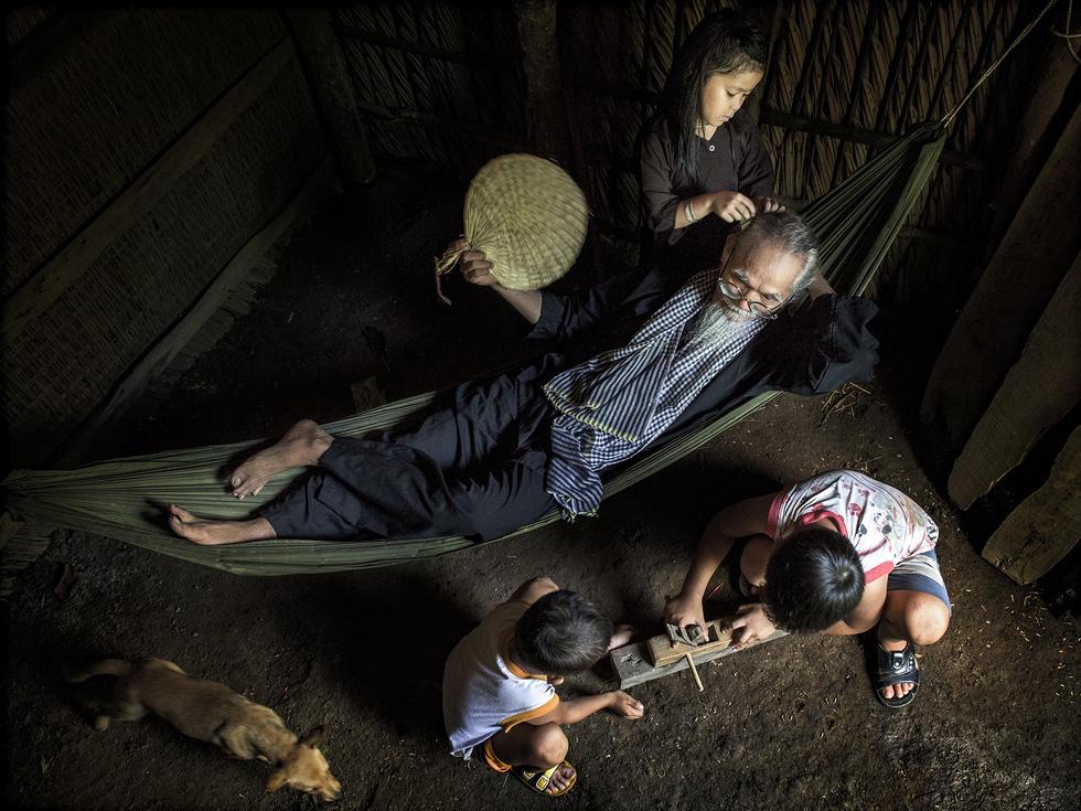 Ngắm những khoảnh khắc yêu thương gia đình ở khắp nẻo Việt Nam - Ảnh 12.