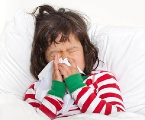 Nếu không có các yếu tố nguy cơ dịch tễ, từ vùng dịch về như khuyến cáo của Bộ Y tế thì phụ huynh không cần phải lo về Covid-19 khi trẻ sốt, ho /// Ảnh minh họa: Shutterstock