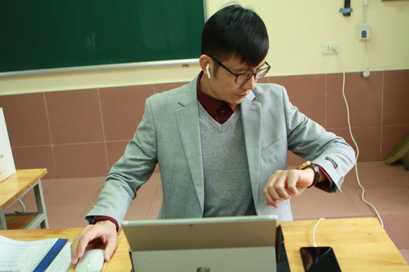Trường THCS & THPT Nguyễn Tất Thành cho 100% học sinh học trực tuyến - Ảnh 6.