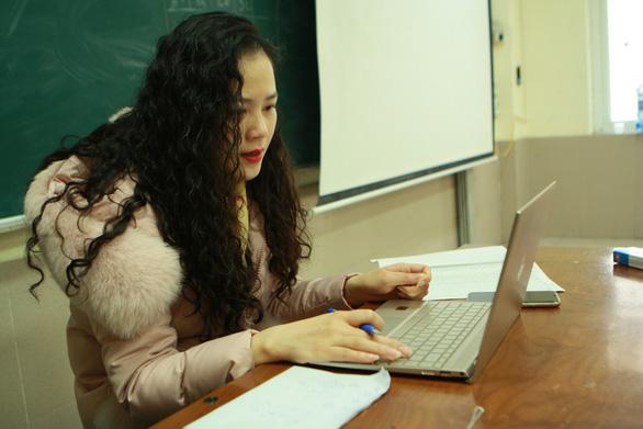 Trường THCS & THPT Nguyễn Tất Thành cho 100% học sinh học trực tuyến - Ảnh 3.