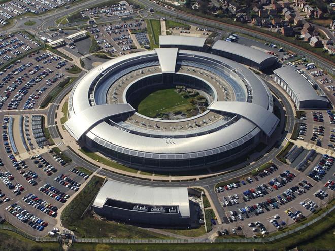 Sở Chỉ huy thông tin của chính phủ Anh (GCHQ), một trong số các cơ quan tình báo của Anh /// Bộ Quốc phòng Anh