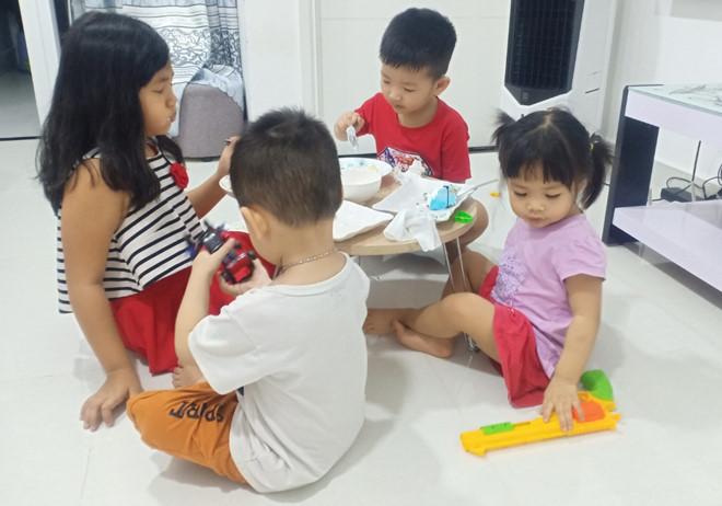 Gia đình trẻ kể chuyện trông con trong mùa dịch Covid-19 - ảnh 2
