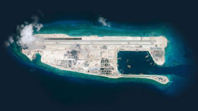 Trung Quốc đã xây nhiều hạ tầng quân sự trên bãi đá Chữ Thập /// Reuters
