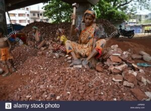 dhaka-bangladesh-13th-may-2017-bangladeshi-women-break-bricks-at-demra-J4R6K8