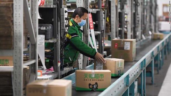 Trung Quốc đang mạo hiểm khi tái khởi động kinh tế giữa dịch? - Ảnh 1.