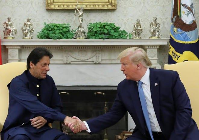 Tổng thống Mỹ Donald Trump tiếp Thủ tướng Pakistan Imran Khan tại Phòng Bầu dục ở Nhà Trắng tháng 7.2019 /// Reutersg