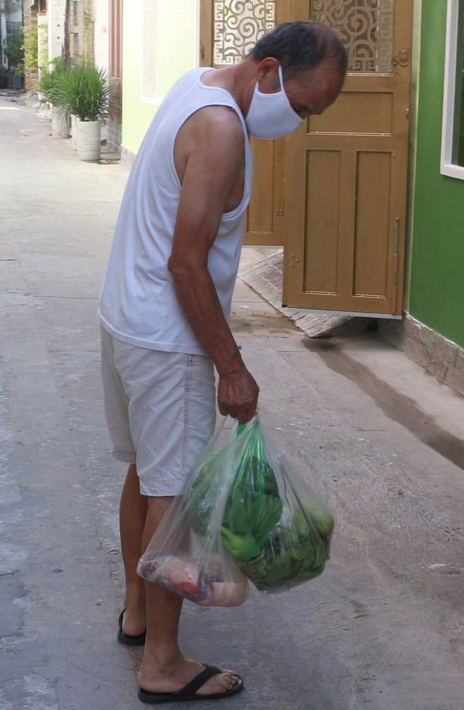 Người dân nhờ mua thức ăn có thể sử dụng nhiều ngày
