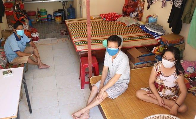 Người nhà và bệnh nhân bệnh thận tá túc chen chúc trong căn trọ chật hẹp với bộn bề lo toan Ảnh: Hoàng Sơn