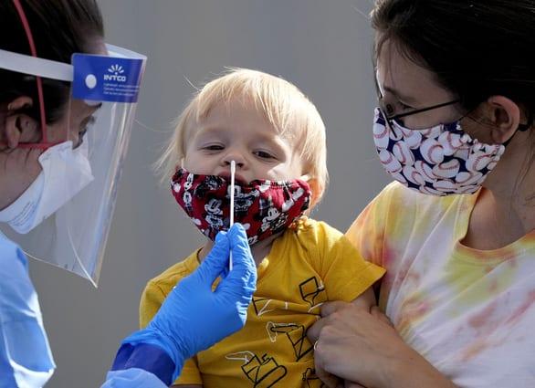 Lời nhắc nhở ớn lạnh: Nửa triệu trẻ em ở Mỹ mắc COVID-19 - Ảnh 1.