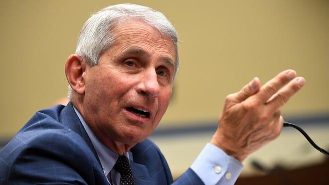 Bác sĩ Anthony Fauci, một trong những chuyên gia thuộc tổ chuyên trách chống dịch Covid-19 của Nhà Trắng /// Reuters