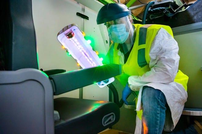 Đèn cực tím được thiết kế để khử trùng nội thất trên máy bay /// NGUỒN: BOEING