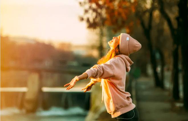 Hãy để cơ thể được phơi nắng dù chỉ ít phút mỗi ngày /// Shutterstock