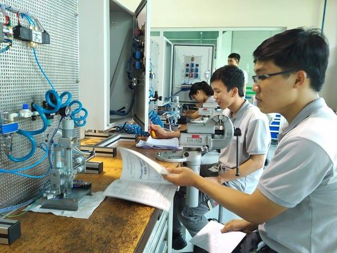 Học viên đang học tại Trung tâm đào tạo nghề kỹ thuật công nghiệp của Bosch Việt Nam /// Ảnh: Đăng Nguyên