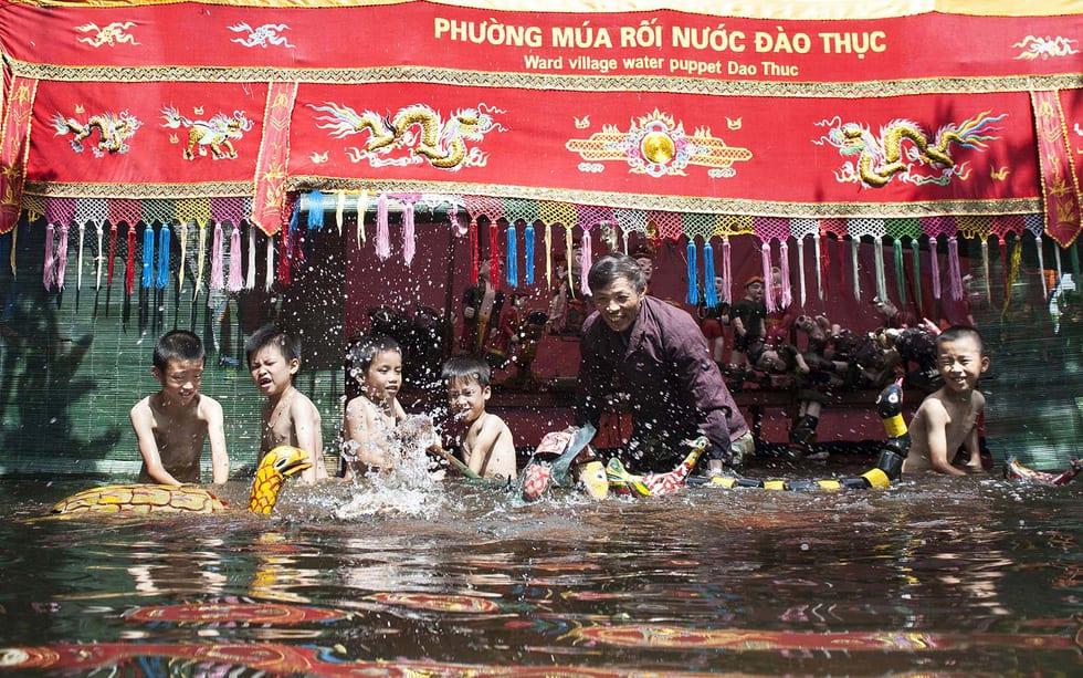 Rối nước 300 năm ở làng Đào Thục - Ảnh 1.