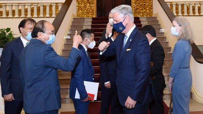 Thủ tướng Nguyễn Xuân Phúc và Cố vấn an ninh quốc gia Mỹ O'Brien tại cuộc gặp /// Ảnh Đại sứ quán Mỹ cung cấp