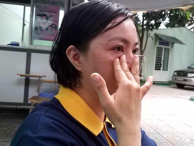 Chị V. bật khóc khi kể về con mình /// Ảnh: NHƯ LỊCH