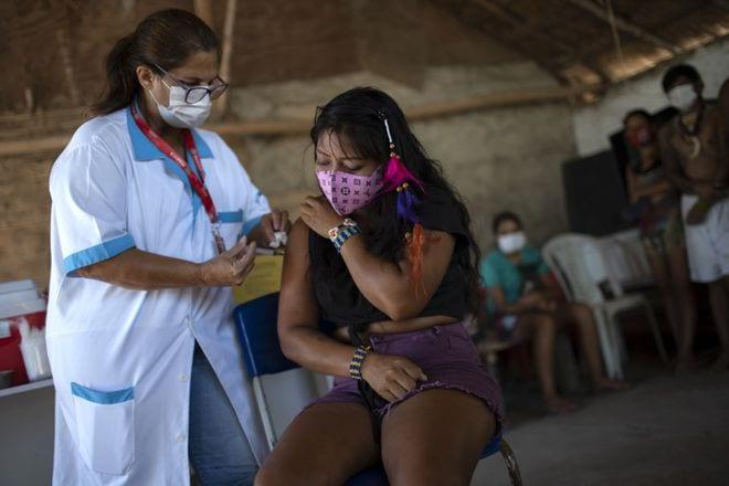 Tiêm vắc xin Covid-19 tại Rio de Janeiro, Brazil /// AFP