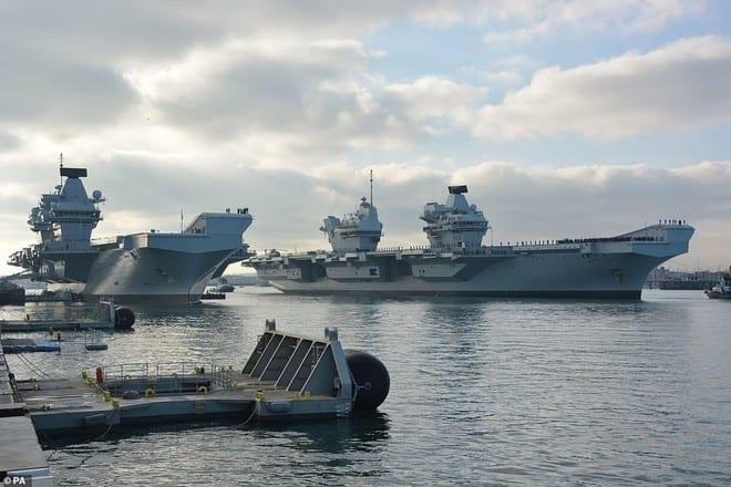 2 tàu sân bay HMS Queen Elizabeth (phải) và HMS Prince of Wales của Anh /// Ảnh: Daily Mail