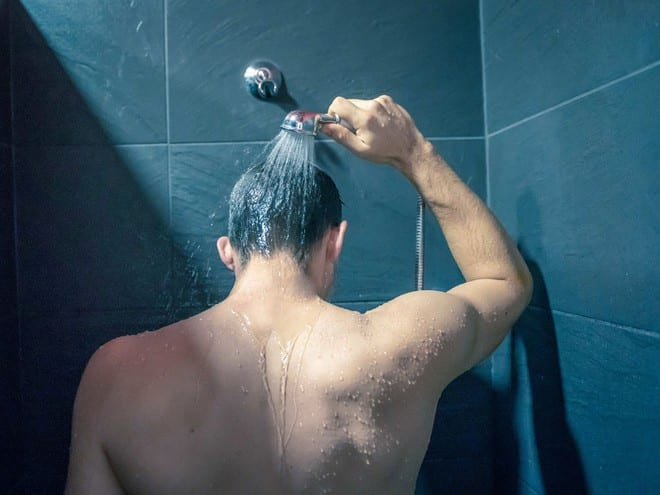Không tắm quá lâu trong những ngày rét đậm /// SHUTTERSTOCK
