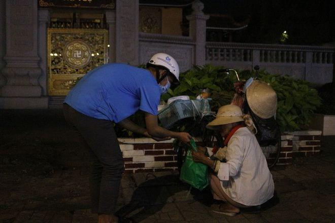 Đêm Sài Gòn thời Covid-19: San sẻ yêu thương - ảnh 2
