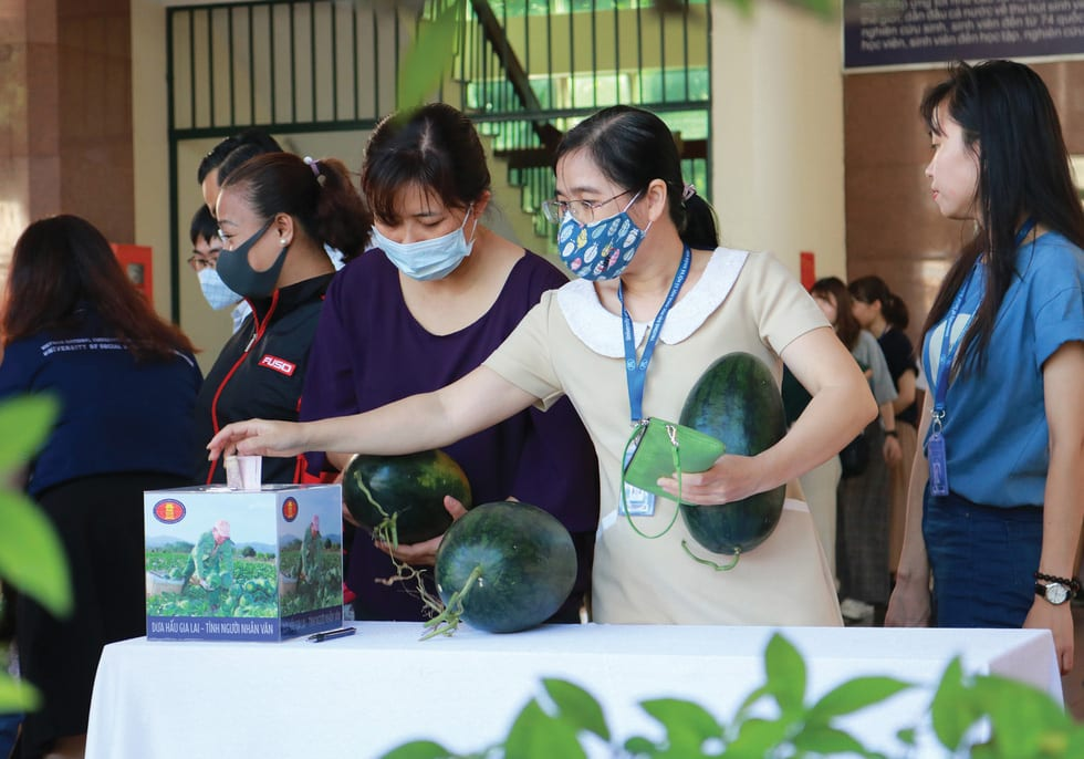 Sài Gòn bao dung - TP.HCM nghĩa tình: Sài Gòn ôm tất cả chúng ta vào lòng - Ảnh 2.