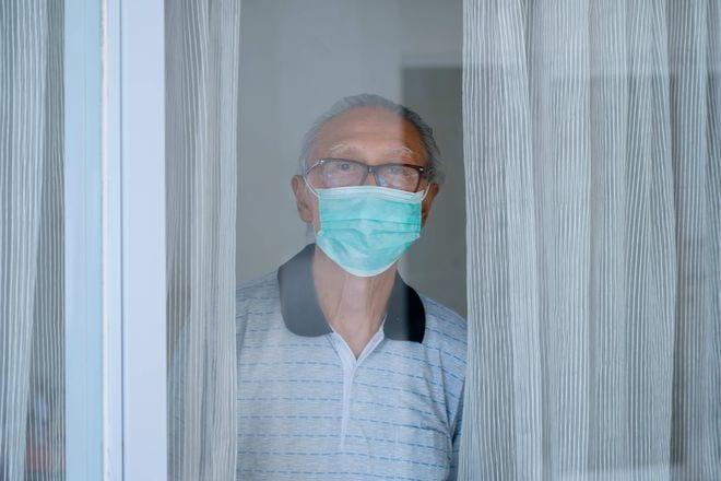 Tình trạng cô đơn lâu ngày dễ dẫn đến bệnh Alzheimer /// Ảnh: Shutterstock