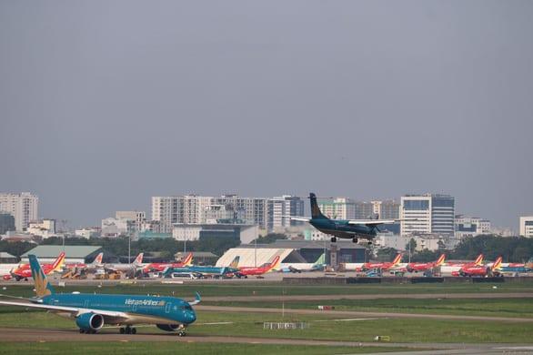 Có nên thả nổi giá vé máy bay để các hãng tự quyết định? - Ảnh 2.