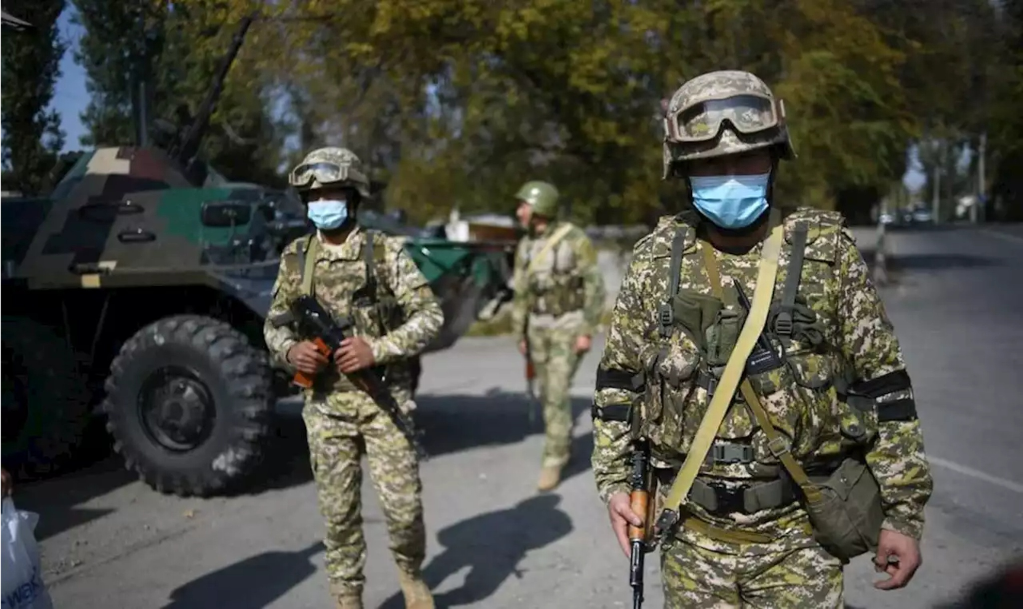 Binh lính Kyrgyzstan tại thủ đô Bishkek /// Ảnh: AFP