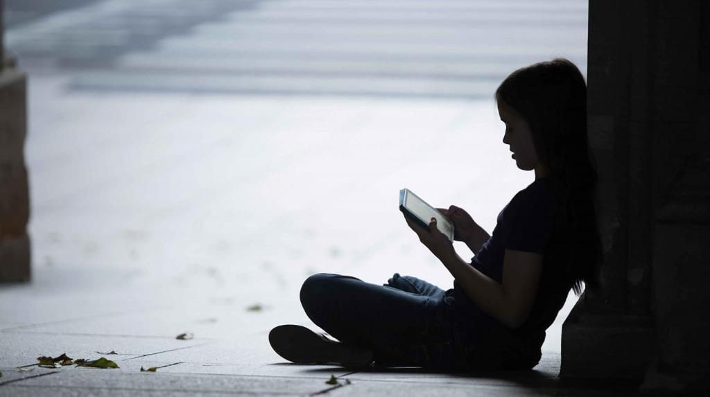 Các cạm bẫy đang chực chờ trẻ em trên mạng, nếu người lớn không kịp thời theo sát /// Shutterstock