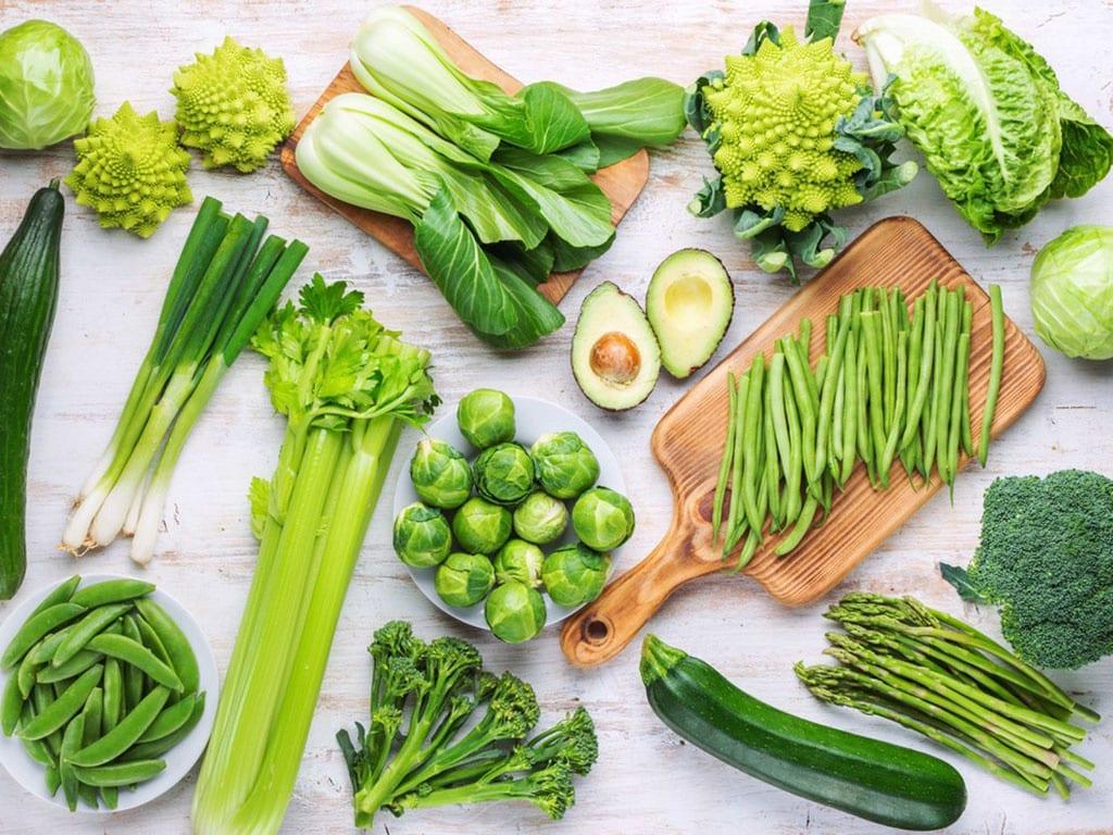 Thời tiết oi bức nên ăn uống nhiều rau xanh, nước hoa quả và các loại ngũ cốc /// Shutterstock